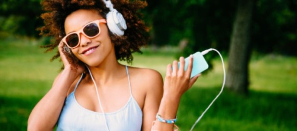 woman-listening-to-music-720x320